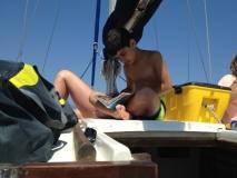 Philip beim Studium des Fischführers!