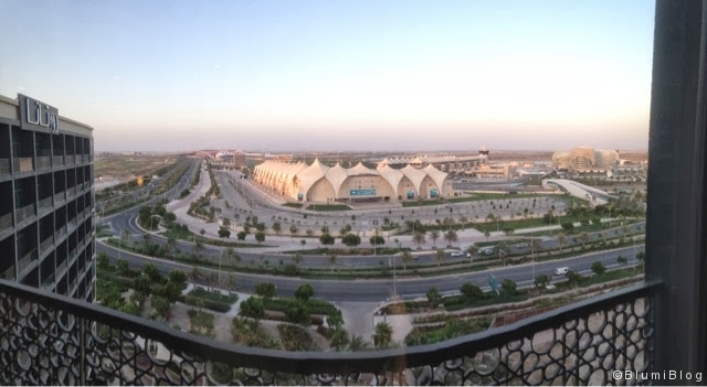 Abu Dhabi - Blick auf den Formel 1-Kurs mit Ferrari-World